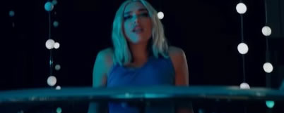 Screenshot Musikvideo: Dua Lipa - Physical